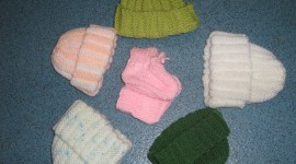 Knitting Circle visits QEQM Special Baby Care Unit